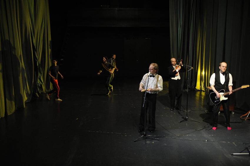 Doc Schoko mit Mario Schulte, Harald Wissler und Background-Tänzern